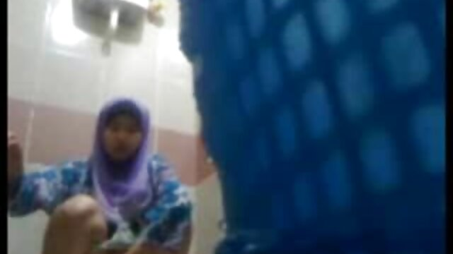 Krissy nettoie dans porno de fille arabe la cuisine et se propage